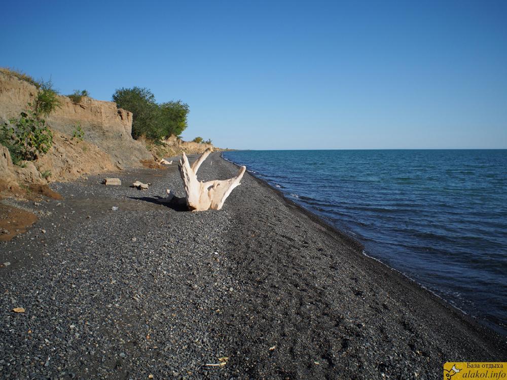 поселок Коктума рядом с озером Алаколь